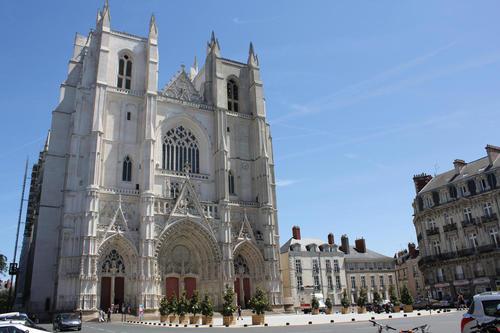 catedral%20san%20pablo%20y%20san%20pedro%20francia.jpg